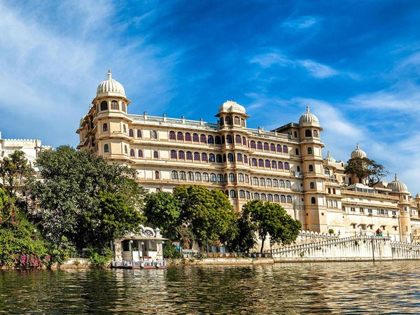Kishangarh to Udaipur Taxi Service